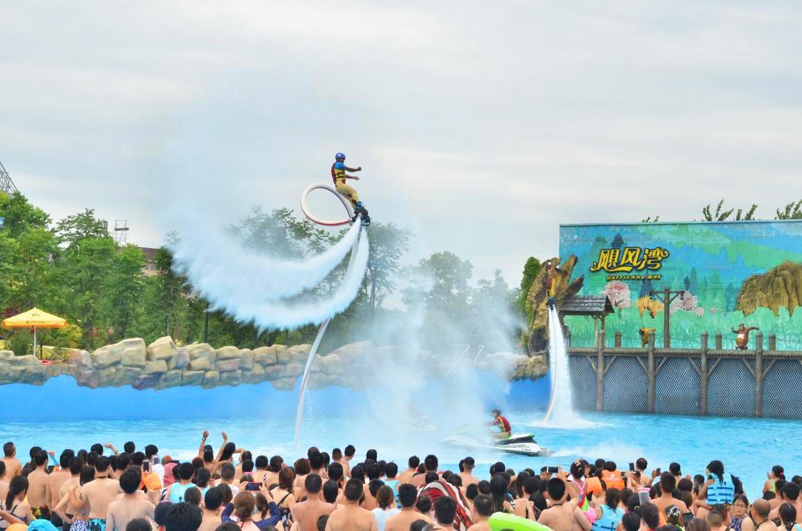 芜湖方特水上乐园暑期夏威夷狂欢季空中飞人演出